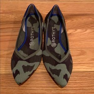 Rothy's Point Shoe